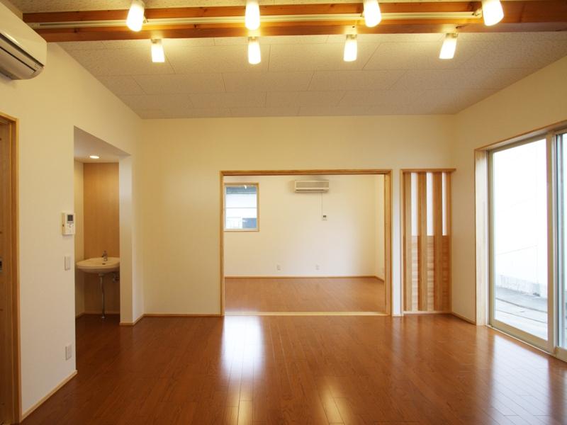 室内 ブラケット照明で照度を調整可