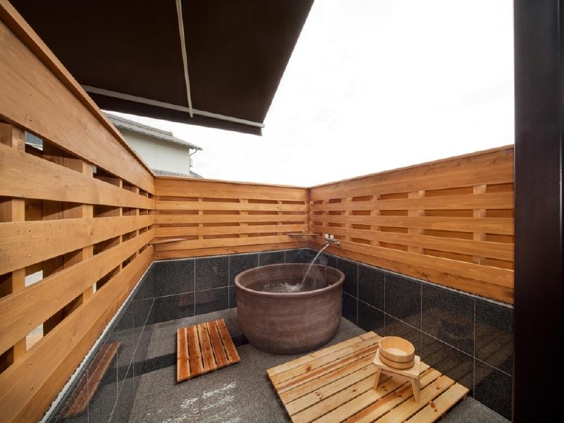 露天風呂 ご依頼主待望の露天風呂を庭に設置