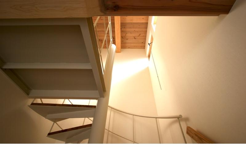 階段室 高窓からの光