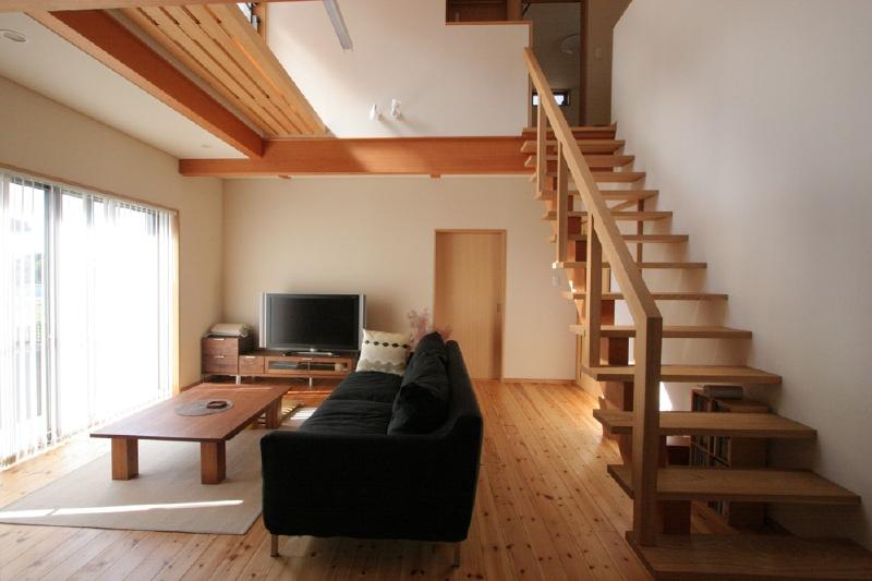 リビング シオジ材の階段