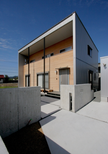 正面外観 桧とガルバ鋼板の外壁