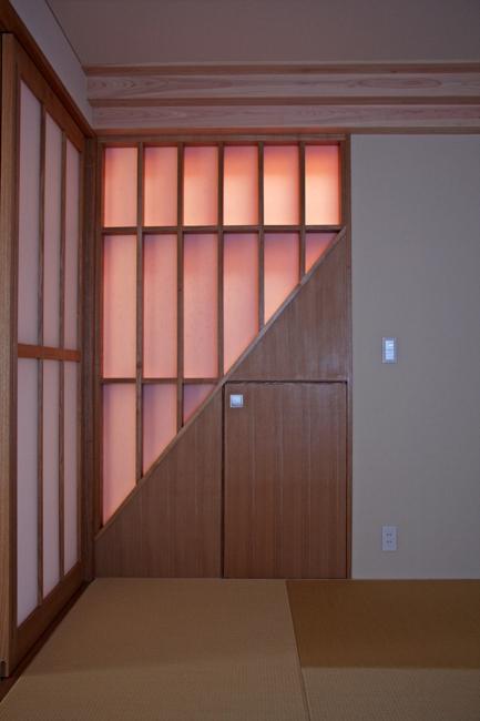 光格子 階段吹き抜けからの夕日